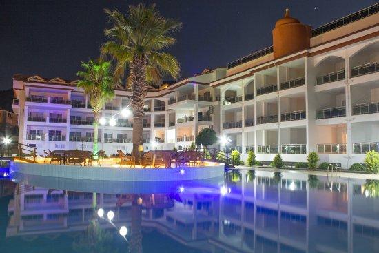 Akbuk Palace Hotel & Residence