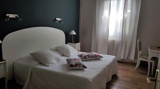 chambre double standard - Picture of Le Castelet des Alpilles ...