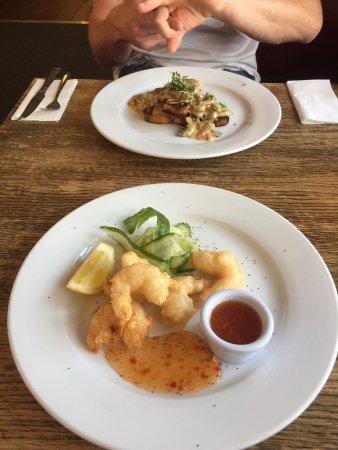 The Dolphin Bar & Restaurant: photo0.jpg