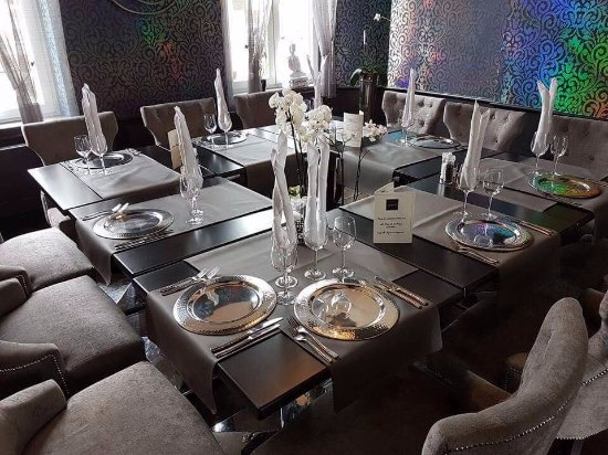 cot restaurant dress en table carr e pour les groupes de 12 18 personnes picture of la. Black Bedroom Furniture Sets. Home Design Ideas