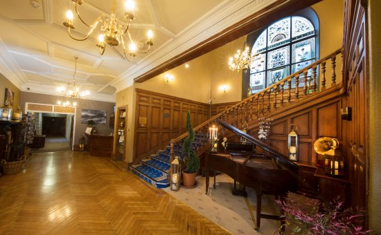 Knock Castle Hotel & Spa: Entrance Foyer