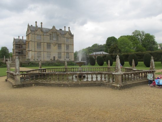 Montacute House and fountain in the gardens.