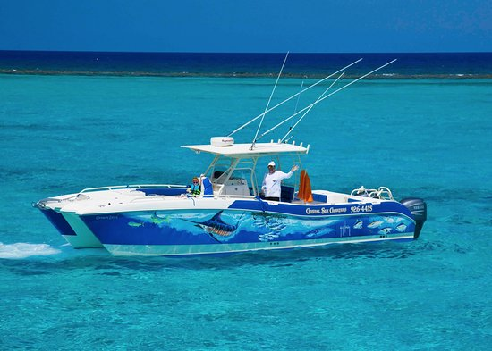 East End, Grand Cayman: 33ft World Cat is perfect for Cayman Waters.
