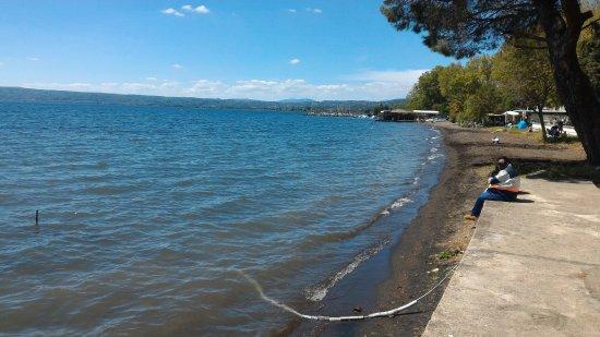 In Riva Al Lago Di Bolsena
