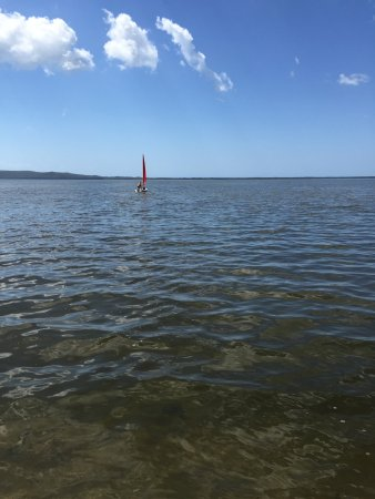 Boreen Point, Australia: The shallow lake is perfect for learning to sail