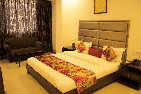 FabHotel Aay Kay Model Town: DELUXE ROOM