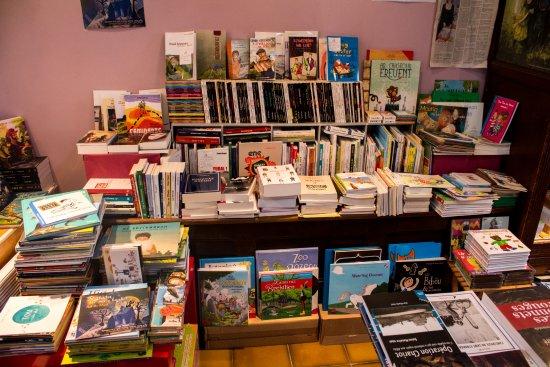 Lampaul-Guimiliau, ฝรั่งเศส: Des livres en breton!