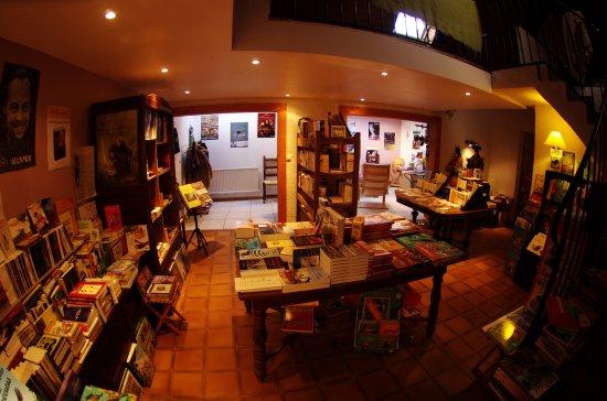 Lampaul-Guimiliau, ฝรั่งเศส: Une librairie originale