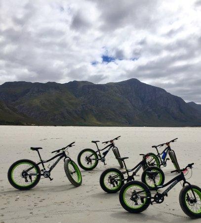 Hermanus, Sudáfrica: Fat Bikes on Grotto Beach