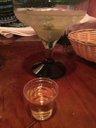 Palisades, Нью-Йорк: My Cinco de Mayo margarita and tequila shot
