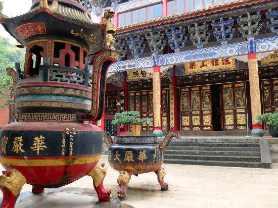 Bamboo Temple (Qióngzhú Sì) : Splendide decorazioni delle porte