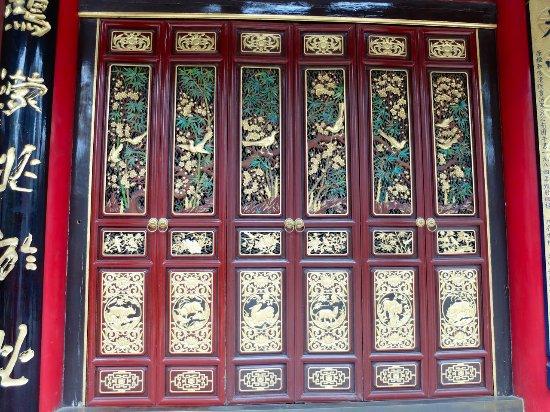 Bamboo Temple (Qióngzhú Sì) : Decorazioni delle porte dei padiglioni del Tempio