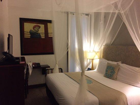 Vue globale de la chambre, lit king size - Picture of ...