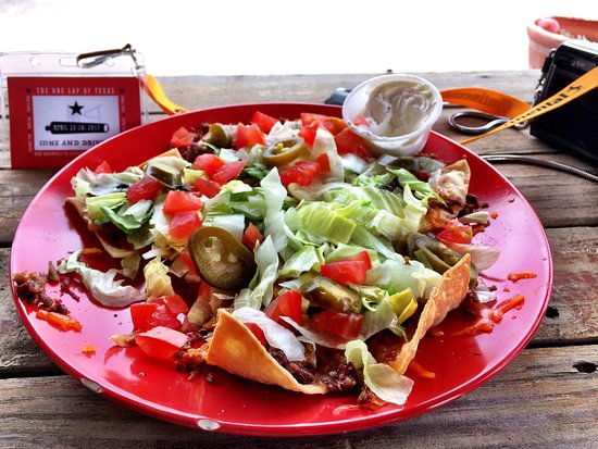 Sanderson, TX: Brisket nachos on the patio.