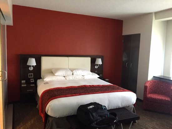 Chambre d\'angle, lit king size - Picture of Doubletree by Hilton ...