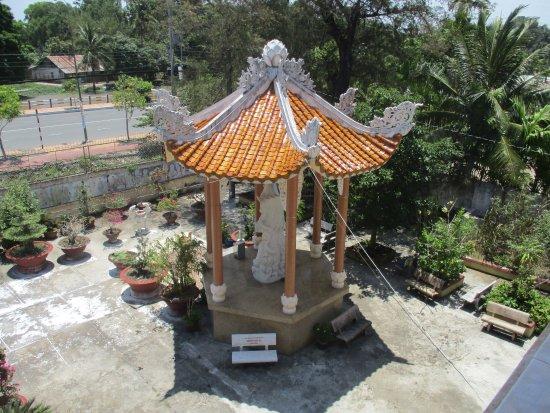 Vi Thanh, Vietnam: Photo prise par guythu-dudelta_23570_170326_Vue du 1er étage_Tịnh Xá Ngọc Chưởng_Vị Thanh_VN