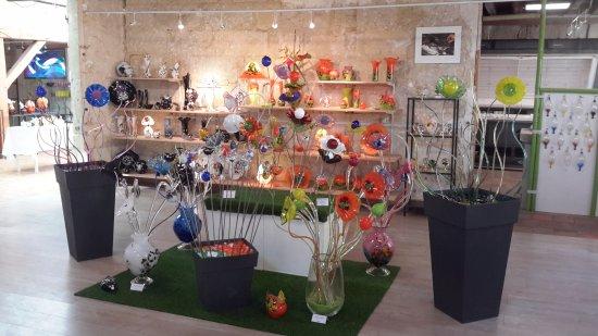 Ponce-sur-le-Loir, Francia: Jolis bouquets de fleurs en verre