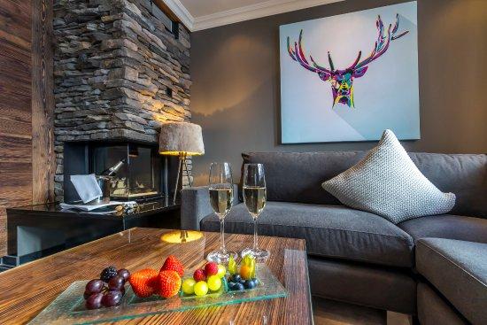 """Romantik Hotel Schweizerhof: Living Room Suite Chalet """"Mittellegi"""""""