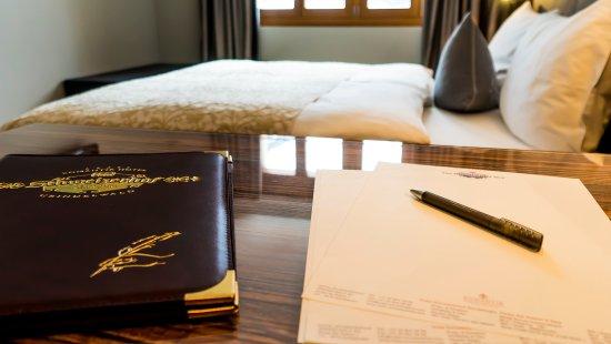 """Romantik Hotel Schweizerhof: Bedroom Suite Chalet """"Mittellegi"""""""