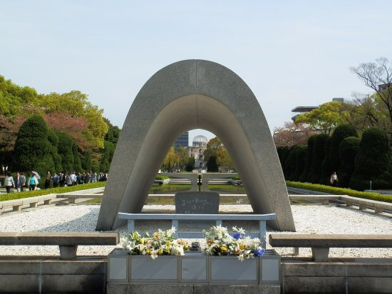 The Cenotaph and view of the dome, Hiroshima, April 2017