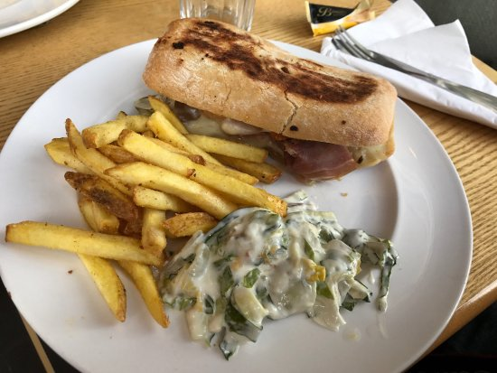 Thyme Square Cafe: Amazing burgers and ciabatta