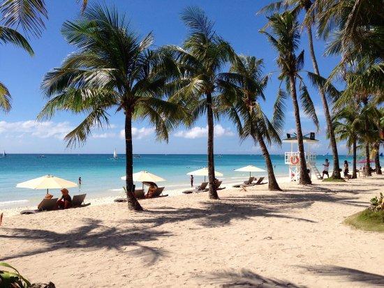 White Beach de Boracay: 島は小さいけれど、ビーチは👍 いろんなアクティビティもあるけれど、 ビーチでのんびりするのも👍 ホワイトビーチ沿いには、ホテルもショップもレストランもたくさんあります。 日本からも近いし、