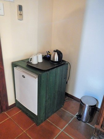 Cowaramup, Australia: Small fridge without the minibar goodies!