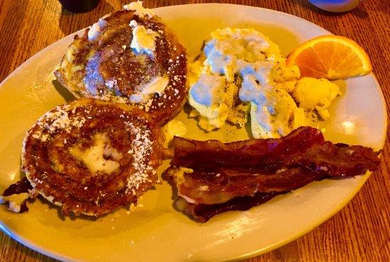 Tom Sawyer Restaurant Great Cinnamon Bun Biscuit Gravy Breakfast