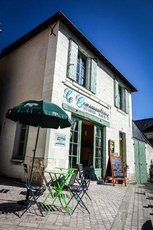 Montreuil-Bellay, France: Facade