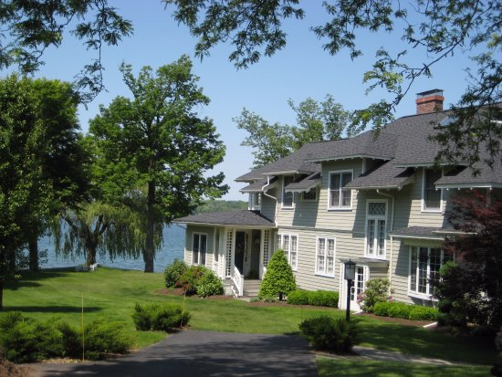Lakeside Bed and Breakfast: Every guest room has a lake view