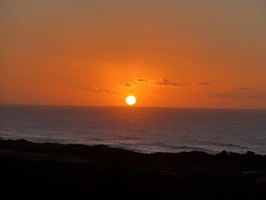 Dunes de Dovela eco-lodge: Lever de soleil sur l'océan depuis ma tente