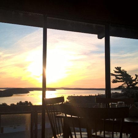 The Looking Glass Restaurant : Sunrise over Frenchman Bay- an Excellent way to start your day!