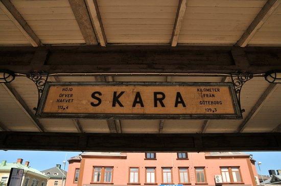 Skara, Svezia: Perrongskylt