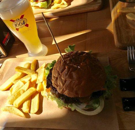 Sinners Burgers: Очень вкусные фирменные бургеры