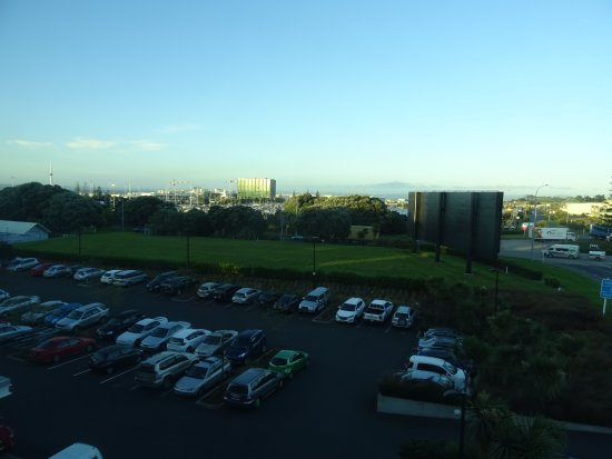 Ibis Budget Auckland Airport: View from the room to the airport