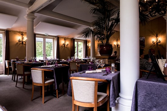 Dining room photo de le pavillon de bailly bailly for Le pavillon de bailly