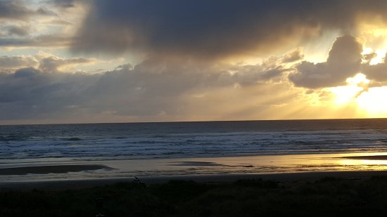 Sunset Surf Motel: 20170505_200253_large.jpg