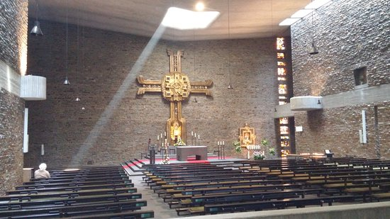 Vallendar, Germany: Anbetungskirche. Mit dem Grab (Steinsarkopharg) des Gründers Pater Kentenich.