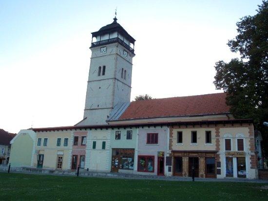 Roznava, Eslovaquia: Contesto con torre