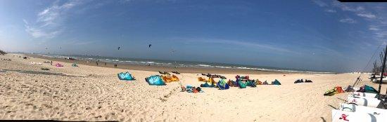 Knokke-Heist, Belgia: Direkt am Strand mit diversen Wassersportmöglichkeiten inkl. Kursen.