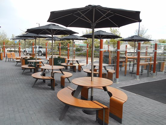 Mcdonald S Restaurants New Outside Seating Area