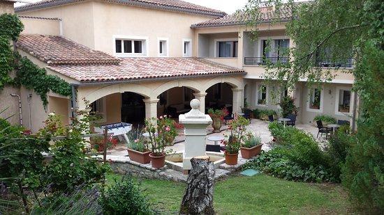 Hotel Restaurant La Porte des Cevennes: entrée de l'hôtel