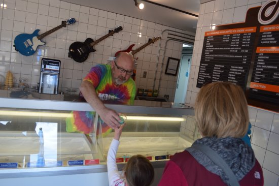 Medford, WI: Everyone love Ice Cream at Moosie's Ice Cream Parlor