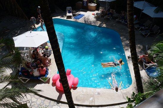 Hotel El Tukan: Piscina vista desde la habitación