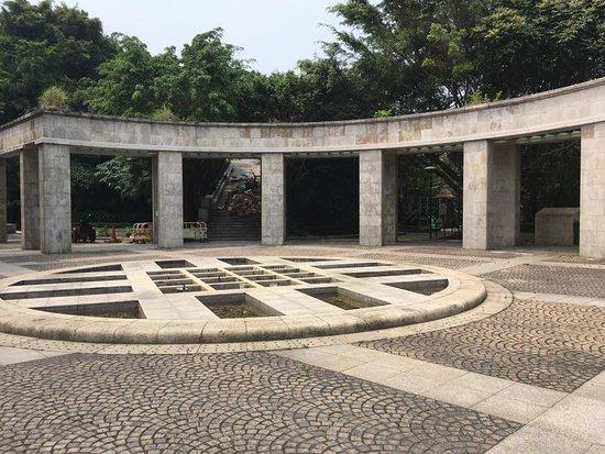 Mong Ha Fort: Plaza Central de la Fortaleza