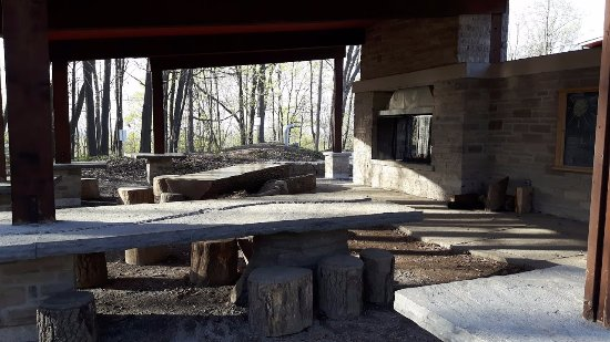 St. Catharines, Canada: Rock tables