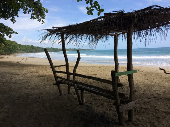 Congo Bongo Ecolodges Costa Rica: The beach at Bongo Congo - very mellow waves