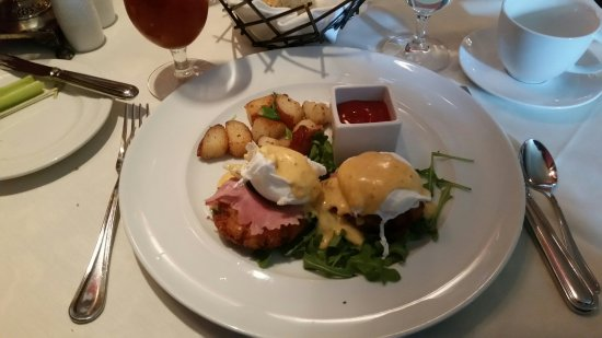Bedford, NH: Crab Benedict looked great, tasted even better!