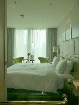 Excellent value contemporary hotel in a great location.