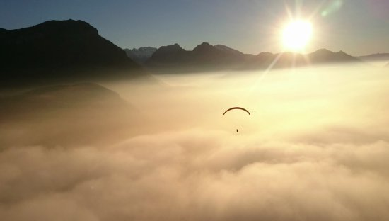 DragonView.ch Paragliding Adventure